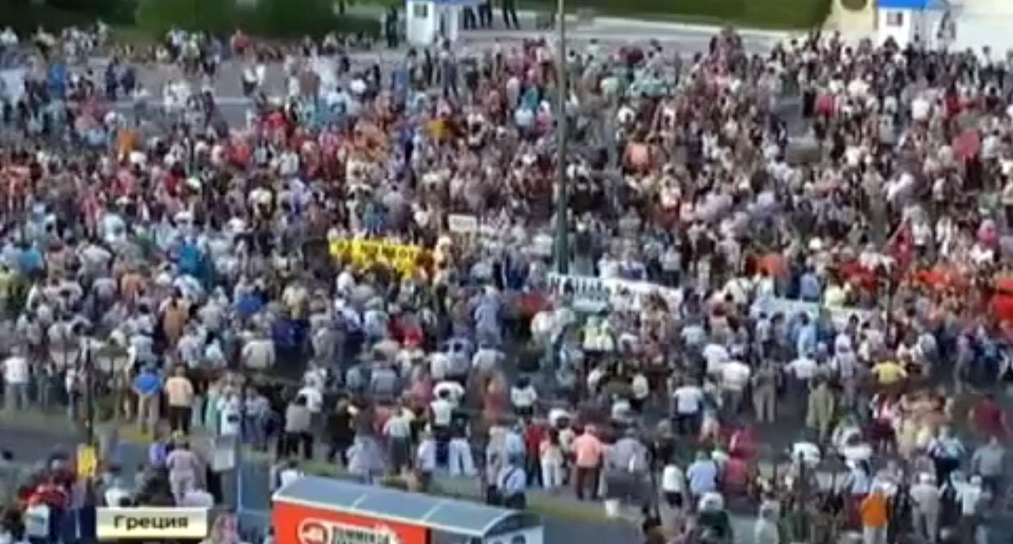 греки собрались на мирные митинги